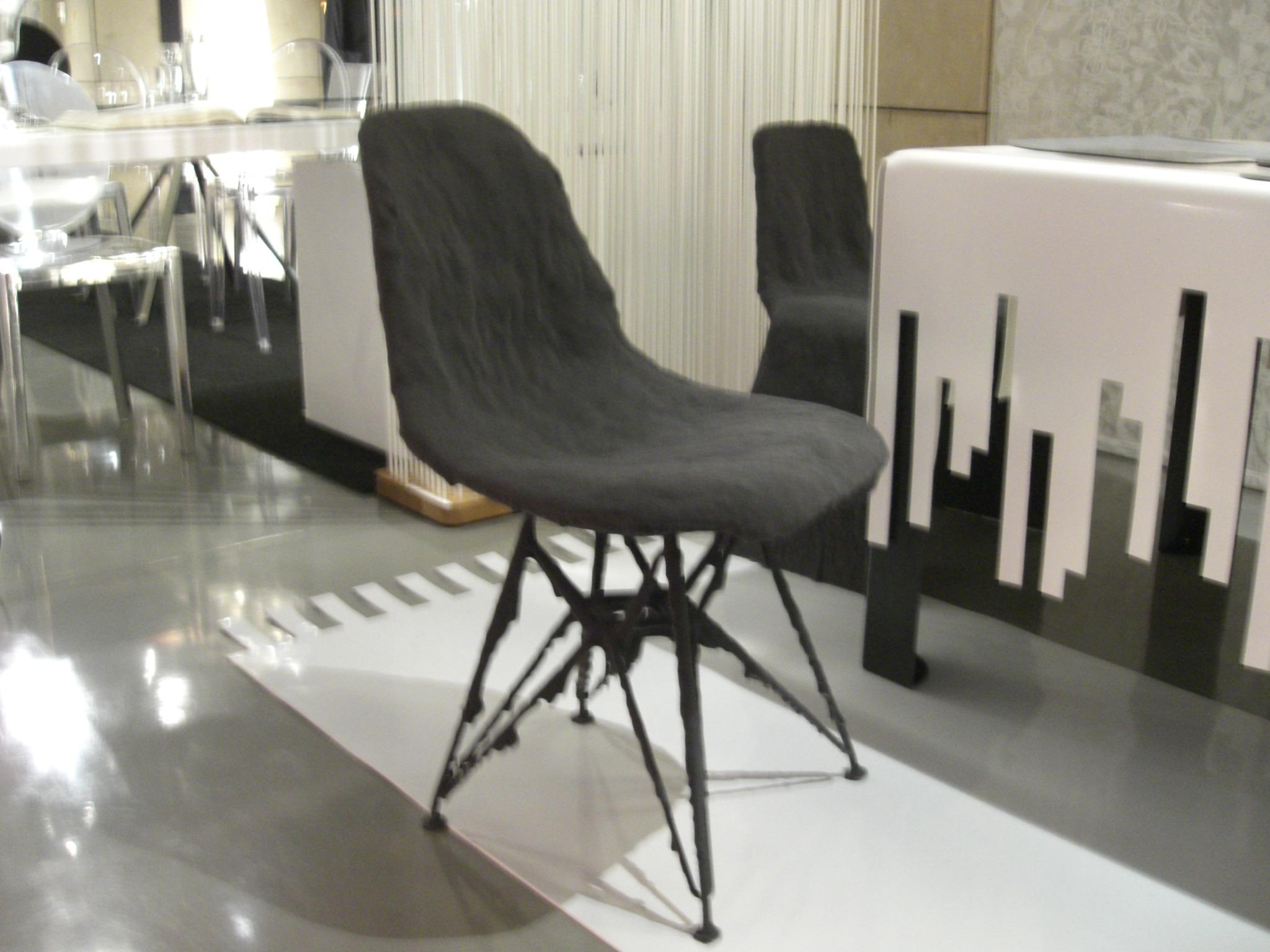 Chaise EAMS Floquée